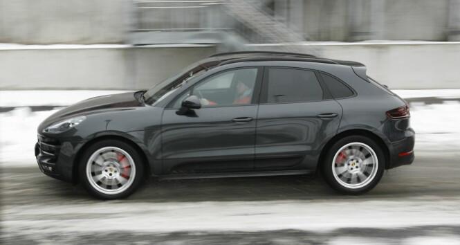 <strong>HØY 911:</strong> Porsche har prøvd å gjenskape 911-designen på Macan. Hvor godt man har lykkes, kan diskuteres, men Porsche har i allefall videreført DNAet på kjørefølelse. Deet er kanskje det viktigste tross alt. Foto Rune M. Nesheim