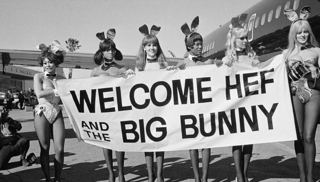 VAREMERKE: Kaninører, dusk på rumpa og høye hæler ble Hugh Hefner og Playboys merkevare. Foto: Scanpix