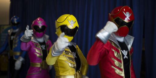 image: «Power Rangers»-skuespiller snur: Tilstår sverddrap på romkameraten