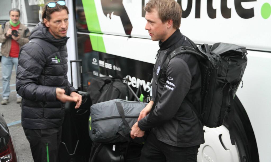 SKYNDET SEG: Edvald Boasson Hagen var raskt ferdigpakket etter Milano-Sanremo. Han hadde et fly å rekke. FOTO: Jarle Fredagsvik, procycling.no