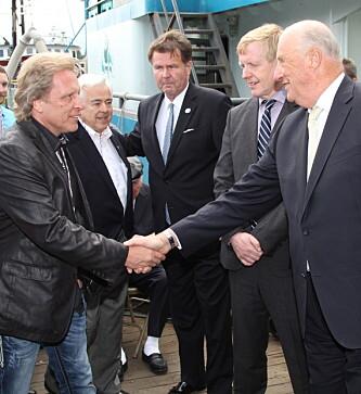 MØTTE KONGEN: Sig Hansen håndhilser på kong Harald i forbindelse med et møte i 2015. Foto: Anders Johan Stavseng / Se og Hør