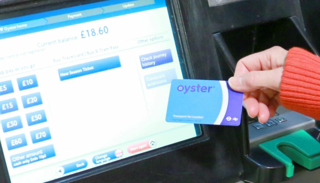 <strong>SJEKK SALDOEN:</strong> Du kan enkelt sjekke saldoen på kortet, på billettautomatene på stasjonene. Noen steder får du også se saldoen ved passering gjennom slusene på t-banen. Foto: Berit B. Njarga