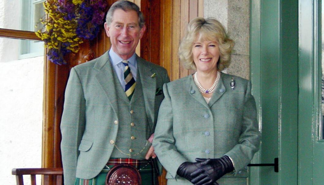 <strong>FORLOVET:</strong> Prins Charles og Camilla Parker Bowles avbildet sammen i 2005, den gang de forlovet seg. Foto: Clarence House / AFP / NTB scanpix
