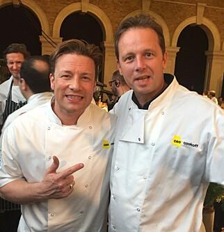 INNSAMLING: Jamie Oliver inviterte Andreas Viestad til å lage mat under innsamlingsaksjonen. Foto: Andreas Viestad