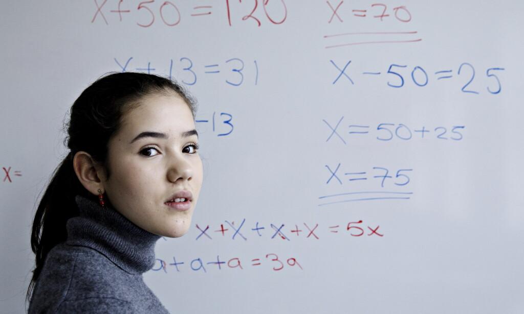FRA HAT TIL ELSK: Andrea (13) var ikke glad i matte. Hun lå an til karakteren 3, men med noen få timer med privatlærer, får hun nå karakteren 6. Foto: NIna Hansen / Dagbladet