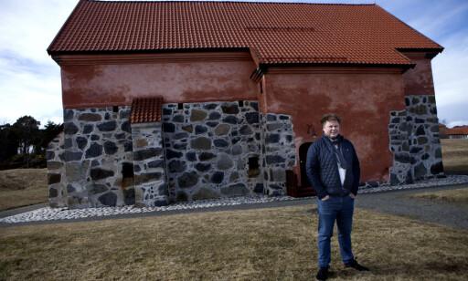 VAKRE OMGIVELSER: Jørn Lier Horst bor og jobber i kystidyllen Stavern. Foto: Anders Grønnenberg