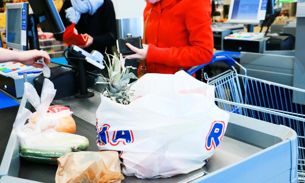 FRUKT OG GRØNT: Er det snart bare butikkenes egne merkevarer og rabatt på frukt og grønt som skiller lavprisbutikkene fra hverandre? Foto: Hanna Sikkeland.