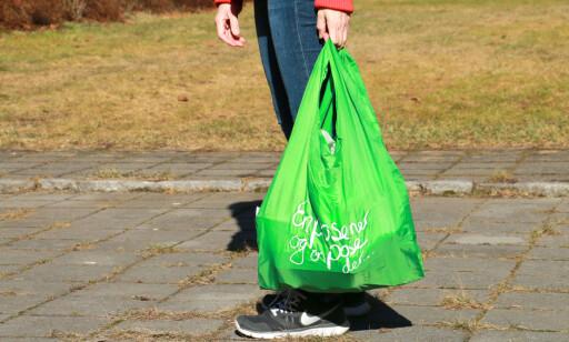 BUTIKKENES GJENBRUKSPOSER: Kiwi gir kundene et gratis gjenbruksnett med gratis innbytte når det blir slitt. Det er en god deal! Foto: Hanna Sikkeland