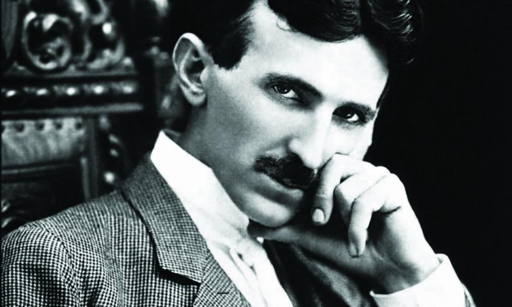 """<strong>ET FOTOGRAFI AV ET GENI:</strong> Nikola Tesla &nbsp;<span style=""""background-color: initial;"""">(1856–1943) da han var 34 år &nbsp;</span><span style=""""background-color: initial;"""">gammel. Foto:&nbsp;</span><span style=""""background-color: initial;"""">Napoleon Sarony</span>"""