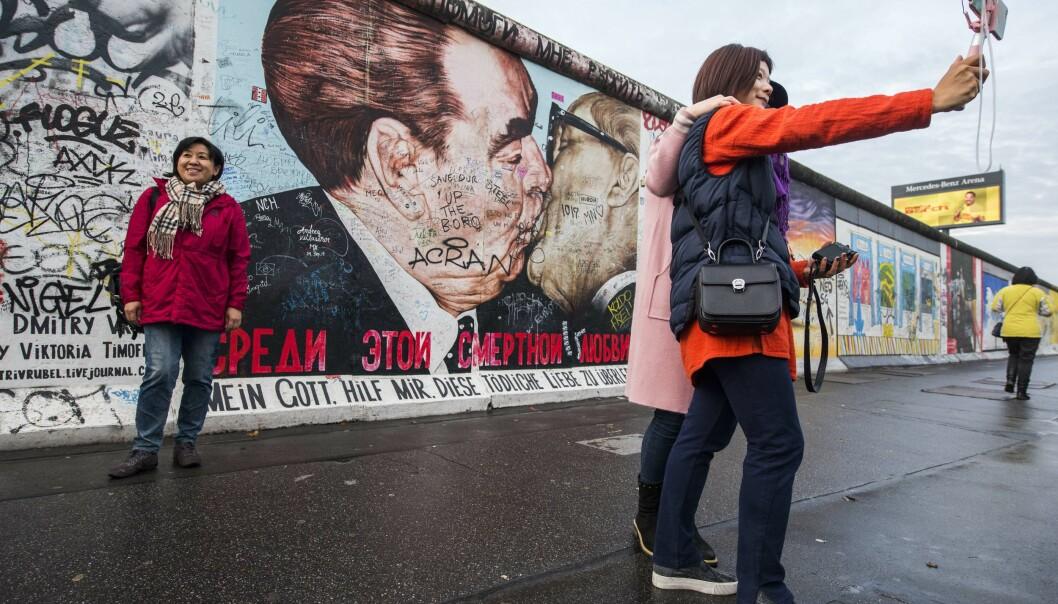 <strong>BERLINMUREN:</strong> Utendørs og gratis. Her fra East Side Gallery - som gir deg en innholdsrik og gratis spasertur langs restene av Berlinmuren. Foto: NTB Scanpix