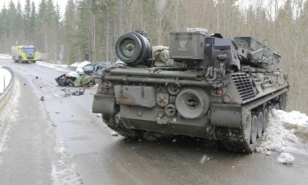 BØTELAGT: Forsvaret er ilagt en bot på 500 000 kroner etter at en panservogn kolliderte med en personbil for rundt to år siden. En person døde i ulykken. Foto: Karl Jørgen Marthinsen / NTB scanpix