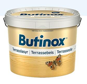 <strong>BEST I TEST:</strong> Butinox Terrassebeis benyttes til behandling av terrasser av impregnert treverk (terrassegulv, trapper, levegger, hagemøbler etc.).