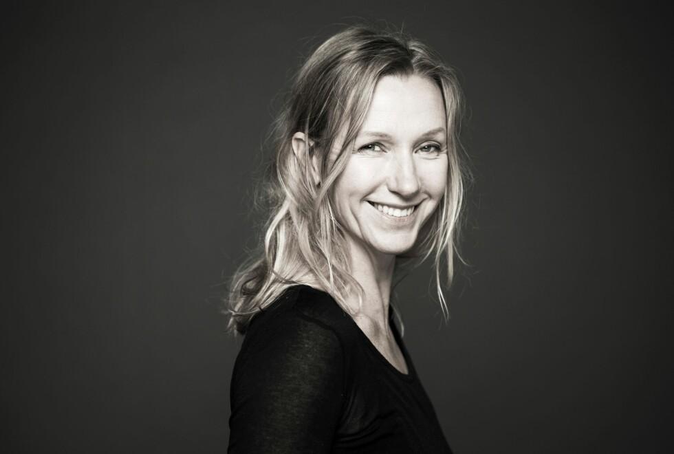 TAKE MY WALTZ: Ebba Forsberg har spilt inn plater både med Bob Dylan, Tom Waits og Leonard Cohen på svensk. Nå synger hun Cohen med originaltekstene på engelsk. Foto: Karin Alfredsson
