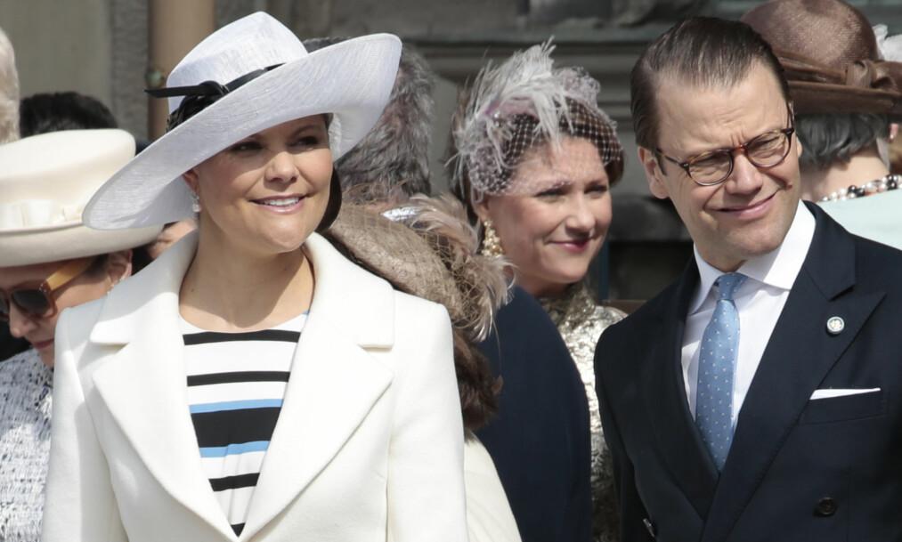 <strong>40 ÅR:</strong> Kronprinsesse Victoria feirer 40-års dag til sommeren. Her er hun avbildet med sin ektemann prins Daniel i den ytre borregård på det kongelige slott i Stockholm i forbindelse med kong Carl Gustafs 70 års dag. Foto: Lise Åserud/NTB scanpix