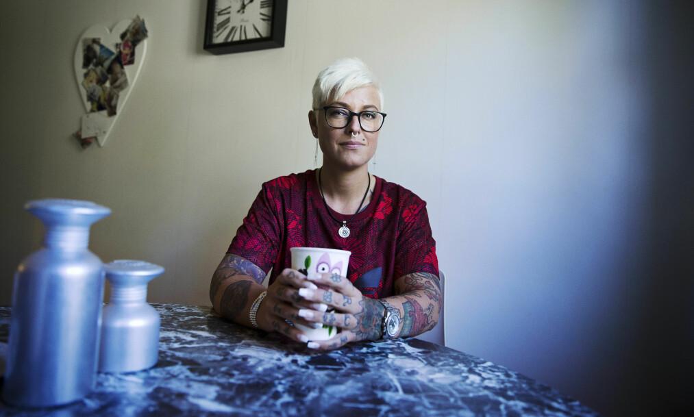 <strong>TILBAKE I VARMEN:</strong> Anna-Lena Joners Larsson (39) ble av sambygdingene kalt «nazibruden fra Bollnäs», men sier hun nå er akseptert igjen, etter at hun brøt med nynazistmiljøet og begynte å jobbe med flyktninger og asylsøkere. Foto: &nbsp;NTB Scanpix