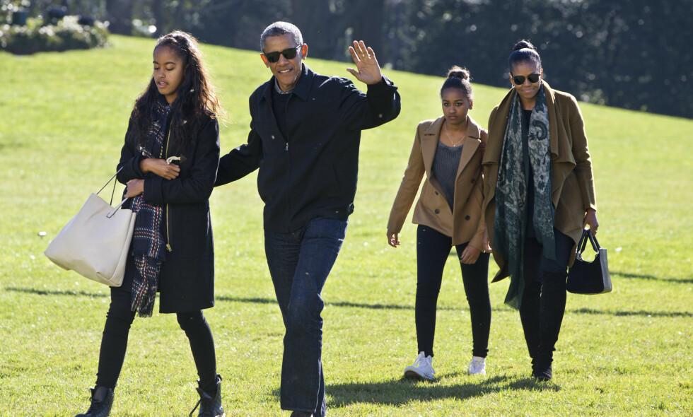 TILBAKE TIL HVERDAGEN: Obama-familien har funnet tilbake til en betydelig mer tilbaketrukket og avslappet hverdag. Dette bildet er tatt i fjor, mens Barack Obama fortsatt var USAs president. Foto: NTB Scanpix