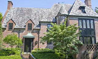 NYTT HJEM: Obama-familien har flyttet til dette teglsteinhuset i den eksklusive bydelen Kalorama i Washington DC. Foto: Ron Sachs/CNP/Polaris