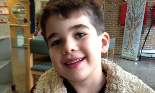 image: Noah (6) ble drept i en av USAs verste skolemassakre. Faren drapstrues av folk som nekter å tro det er sant