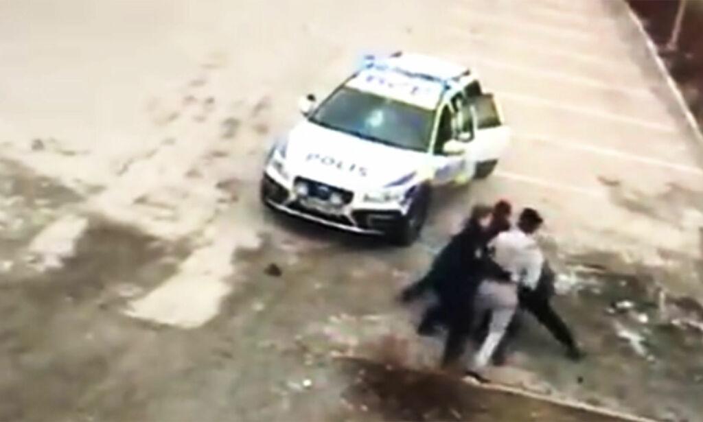 image: Video av angrep mot tre kvinnelige, svenske politibetjenter vekker oppsikt: - Skandale