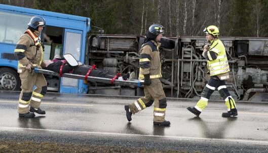 <strong>OPPDIKTET SCENARIO:</strong> «To busser har kollidert. Ukjent skadeomfang!» var beskjeden som gikk ut på det felles norsk-svenske nødnettet under den store felles øvelsen i Meråker i fjor. Foto: Ned Alley / NTB Scanpix