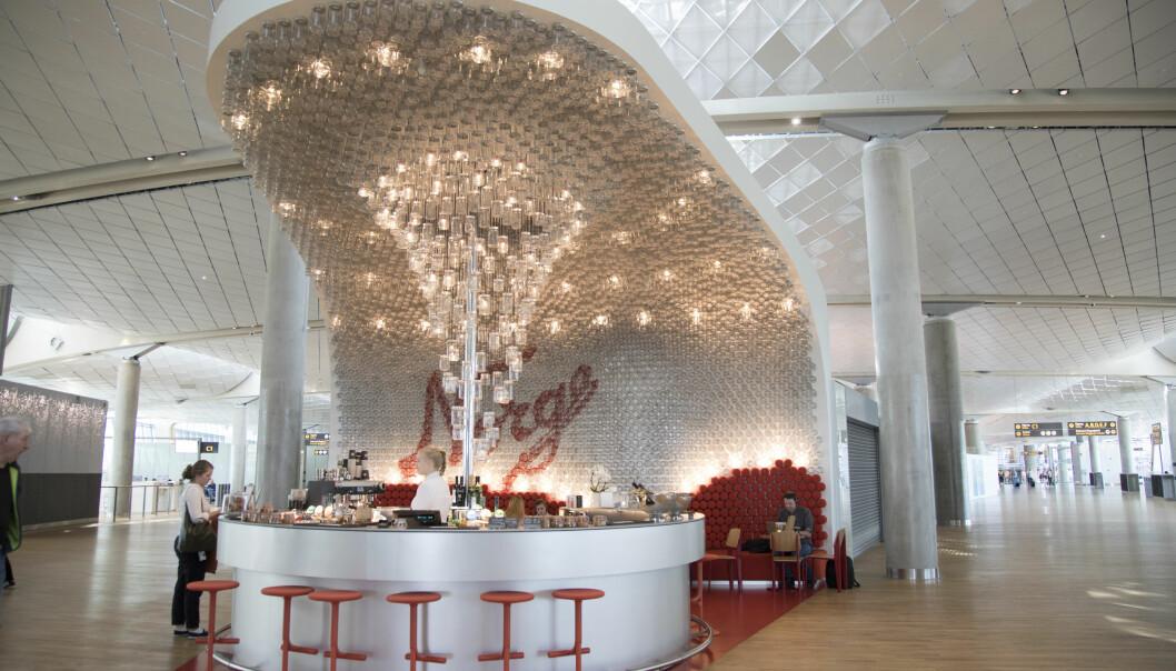 NORGESGLASSET: I 2. etasje i Pir Nord ligger Norgesglasset bar, der du får drinker servert i nettopp Norgesglass,. Dette er ett av flere nye spise- og drikkesteder på Gardermoen.