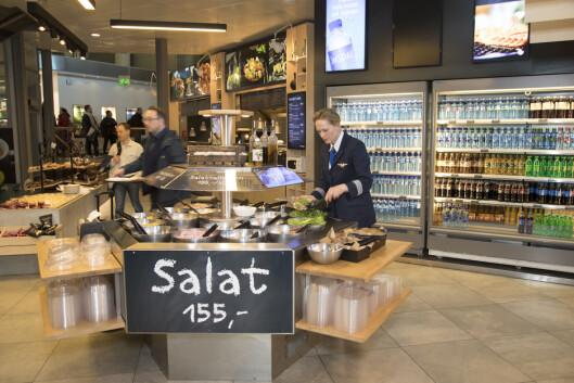 FoodMarket byr på klassiske middagsretter og wok, salatbar og et stort utvalg brødmat.