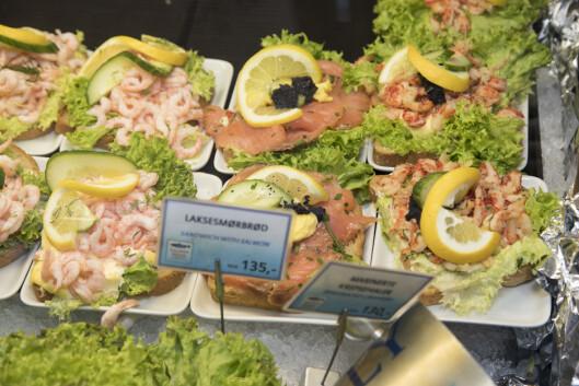 Her får du varm og kald sjømat, klassiske smørbrød - og sushi eller påsmurte sandwicher til å ta med.