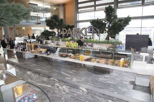 Helt innerst på avgang innland ligger Parken café, med blant annet brødmat og ferskpresset juice.