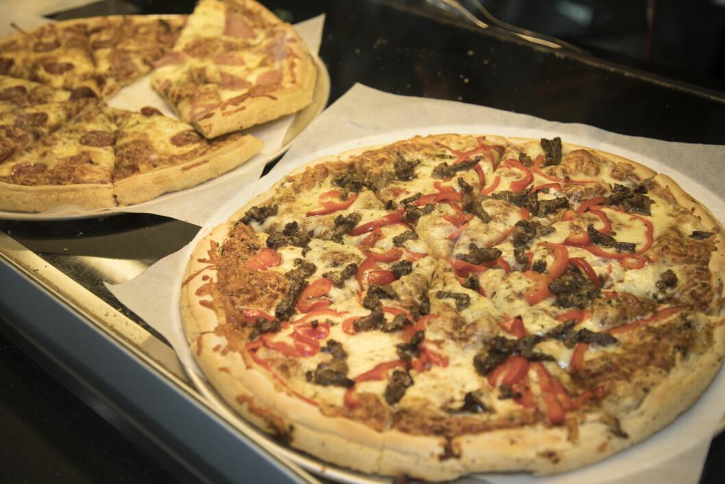 Pepperoni og Biff, to av bestselgerne fra Peppe's pizza.