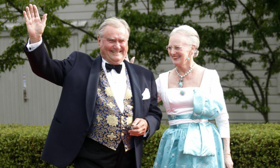 I GODE OG ONDE DAGER: Prins Henrik og dronning Margrethe kunne feire gullbryllup 10. juni i fjor. Da hadde ekteparet vært gift i 50 år. Nå har sistnevnte stilt opp i den første pressekonferansen siden ektemannens bortgang. Foto: Keld Navntoft / NTB Scanpix