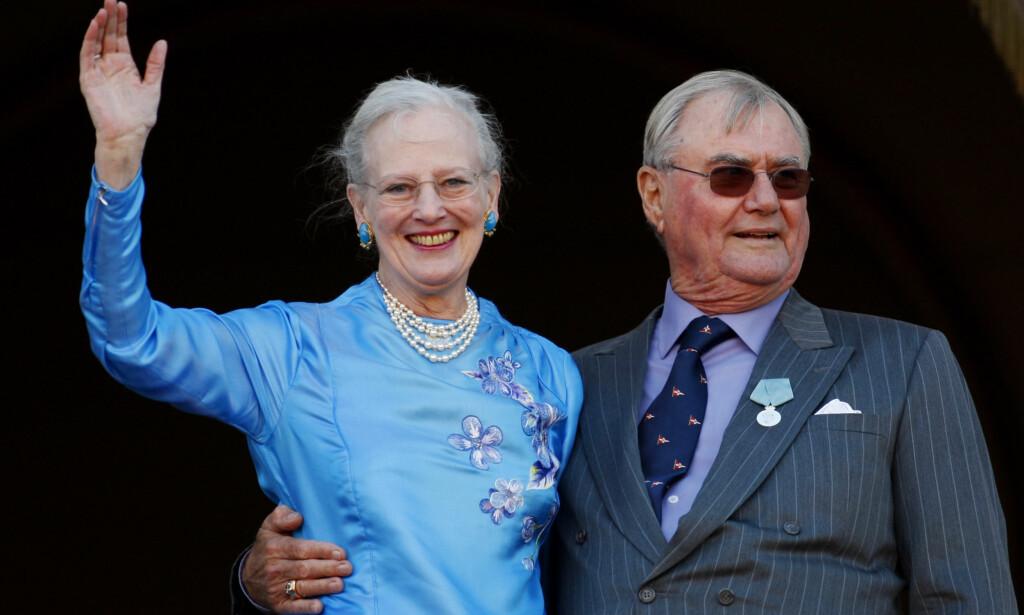 SISTE HEMMELIGHET: Dronning Margrethe og prins Henrik giftet seg i 1967, og har siden vært Danmarks kanskje mest populære par. Prinsen sovnet inn tidligere i år, og etterlot dronningen som enke. Nå vil hun ikke, via kongehuset, fortelle om hun har oppfylt ektemannens siste ønske. Foto: NTB scanpix