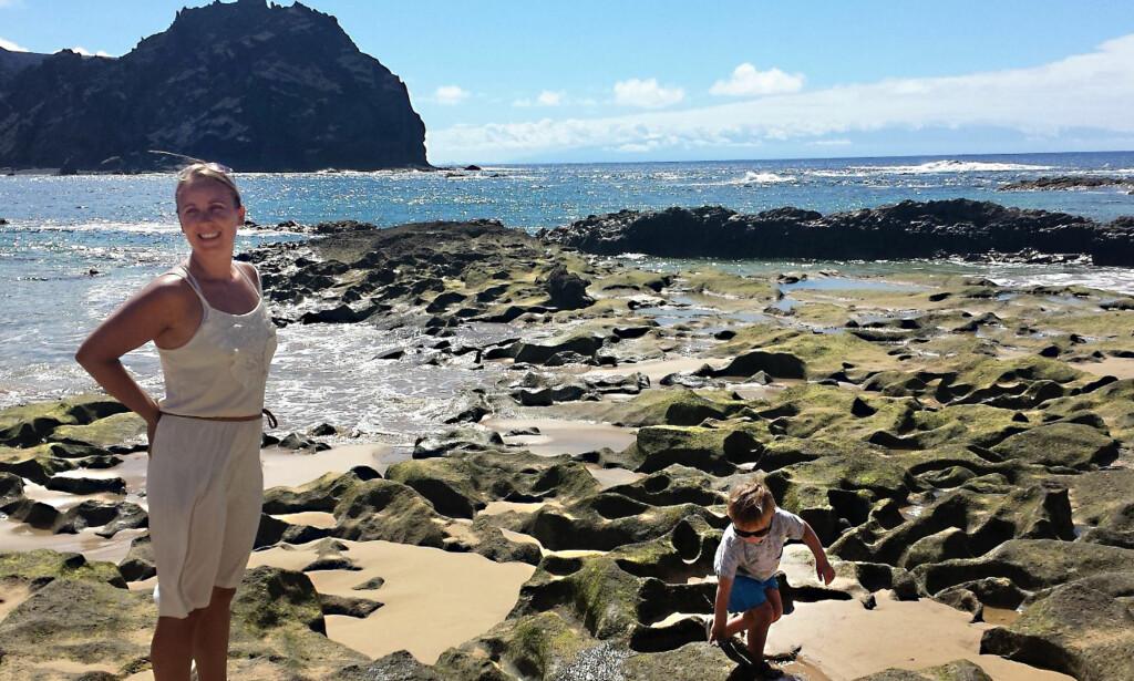 FAST GRUNN: Mamma og Troy på Porto Santo.