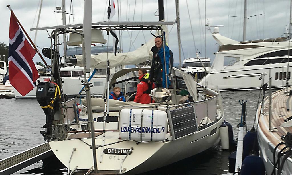 KLAR FOR EVENTYR: Mamma Camilla, pappa Rudi og Troy klar for avreise fra Oslo. Alle foto: Privat