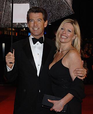 DØDE: Brosnans adoptivdatter Charlotte døde av samme sykdom som moren, 22 år seinere. Her er hun på rød løper sammen med «James Bond»-stjerna i 2006. Foto: NTB Scanpix