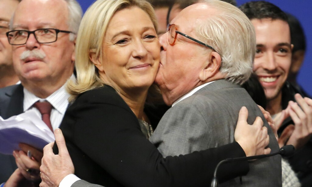 FAR OG DATTER: Marine Le Pen med sin far Jean-Marie Le Pen, grunnlegger at det høyrepopulistiske partiet Nasjonal front i Frankrike. Foto: Ap/Laurent Cipriani/NTB Scanpix