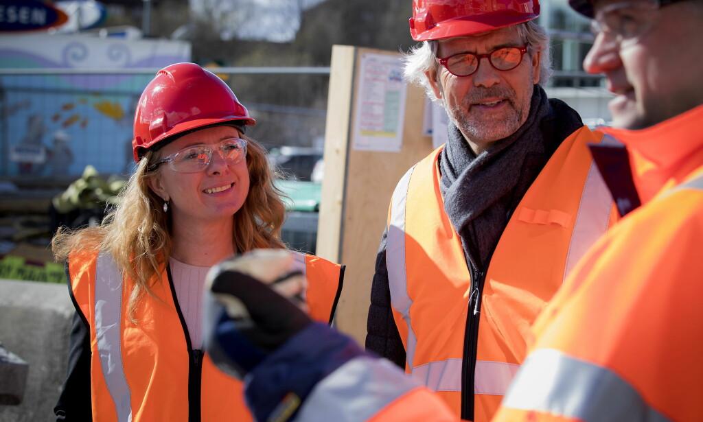 PÅ BESØK: Arbeidsminister Anniken Hauglie besøker Skanska sammen med BNL på byggeplassen på Ensjø. - Fremfor å fremheve «arbeidstakere som velger å være uorganisert» bør regjeringen rette blikket mot de som ikke har valget i det hele tatt, skriver artikkelforfatteren. Foto: Bjørn Langsem / Dagbladet