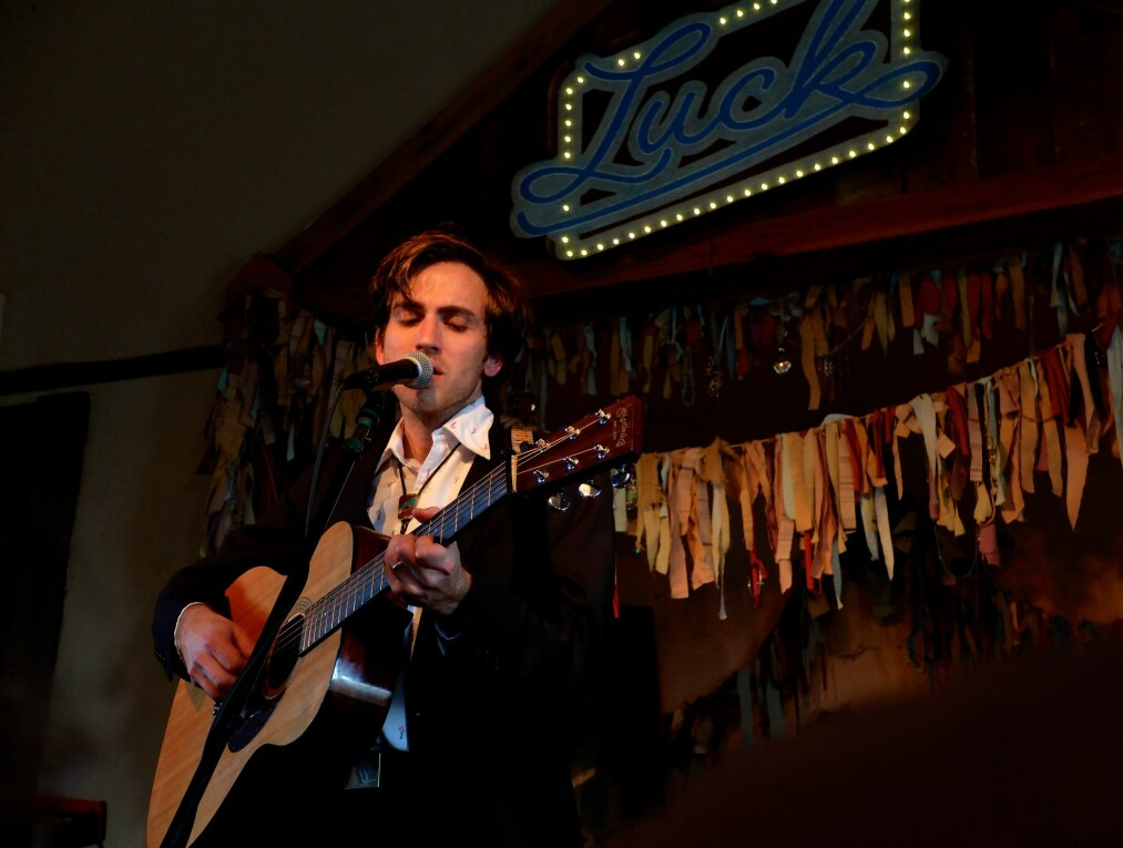 NY AMERICANA-STJERNE: I mars spilte Andrew Combs både under South By Southwest i Austin og på Wlllie Nelsons egen festival, Luck Reunion, en times kjøring utenfor Austin. 12. mai spiller han på Café Mono i Oslo. Foto: Øyvind Rønning / Dagbladet