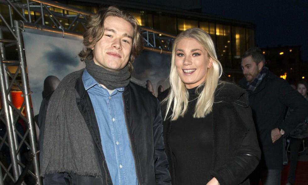 KJÆRLIGHETEN BLOMSTRER: Jonas Oftebro kom hånd i hånd med nydelige Olly til Colosseum kino torsdag kveld. Foto: Andreas Fadum