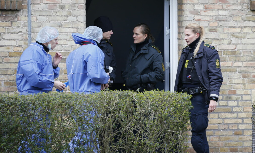 DRAP: Politiets teknikere jobber i leiligheten i Brønshøj i København der fire personer ble funnet drept tirsdag morgen. Foto: Mathias Øgendal / Scanpix Danmark / NTB scanpix
