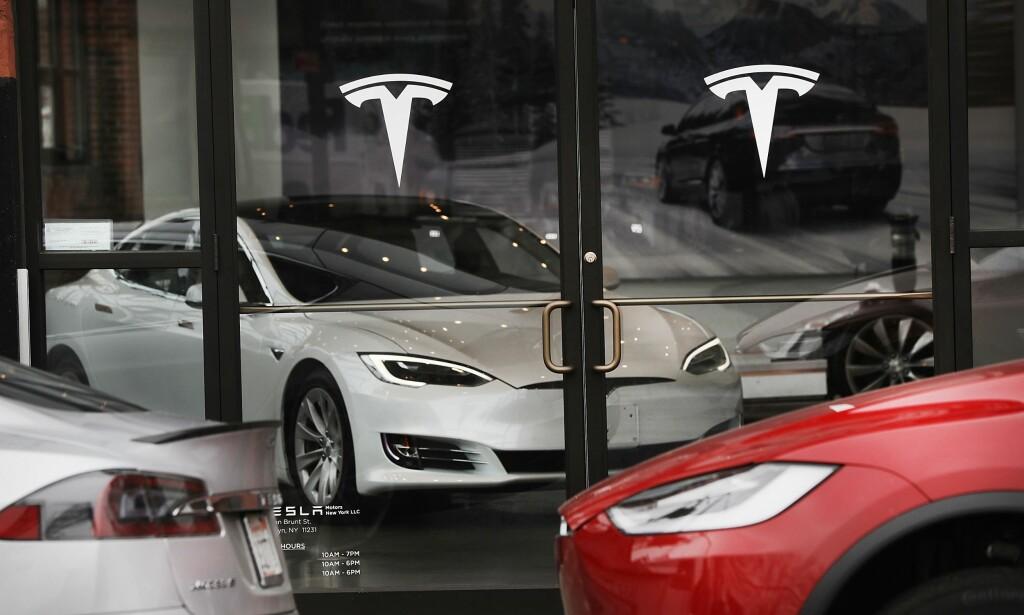 FORBI FORD OG GM: Det er svært spesielt at Tesla, med en omsetning på 48 milliarder kroner, er verdsatt til 443 milliarder - uten å gå med overskudd. Foto: NTB/Scanpix