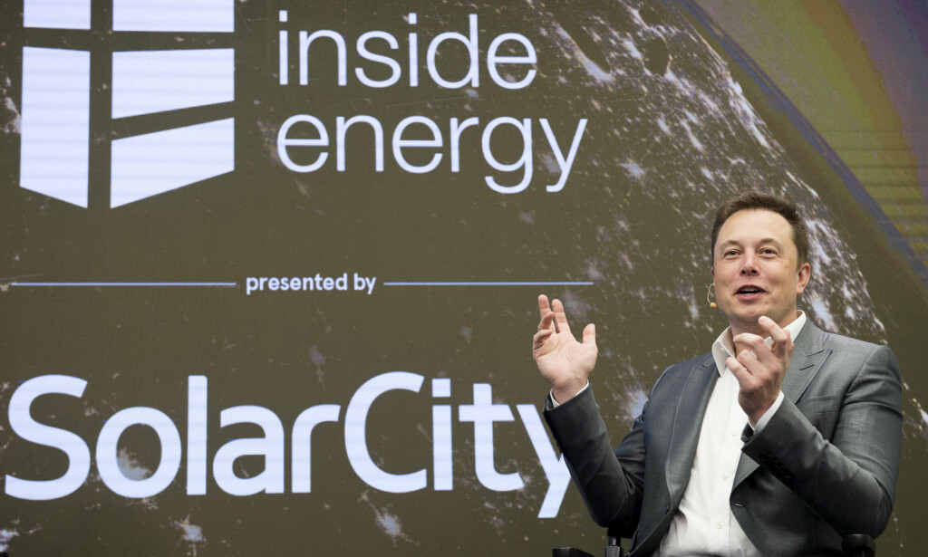 LER HELE VEIEN...: Elon Musk kan nå smykke seg med tittelen som sjef for USAs mest verdifulle bilprodusent. Med en samlet børsverdi på 443 milliarder kroner overgår Tesla nå giganten General Motors (432 milliarder). Foto: NTB/Scanpix