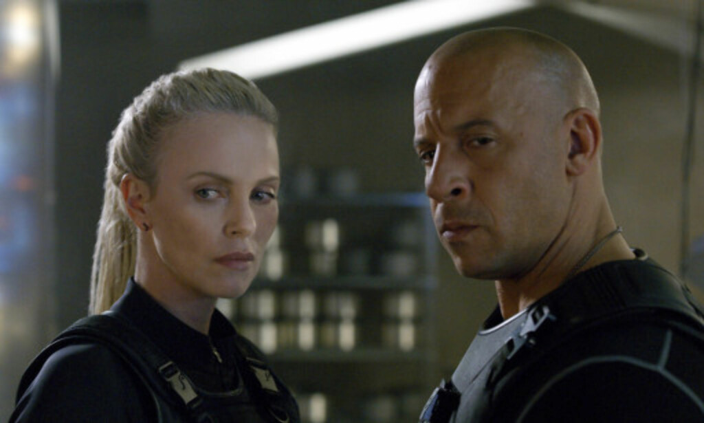 TØFFE I TRYNET: Charlize Theron og Vin Diesel i kinoaktuelle «Fast & Furious 8». Foto: Universal Pictures