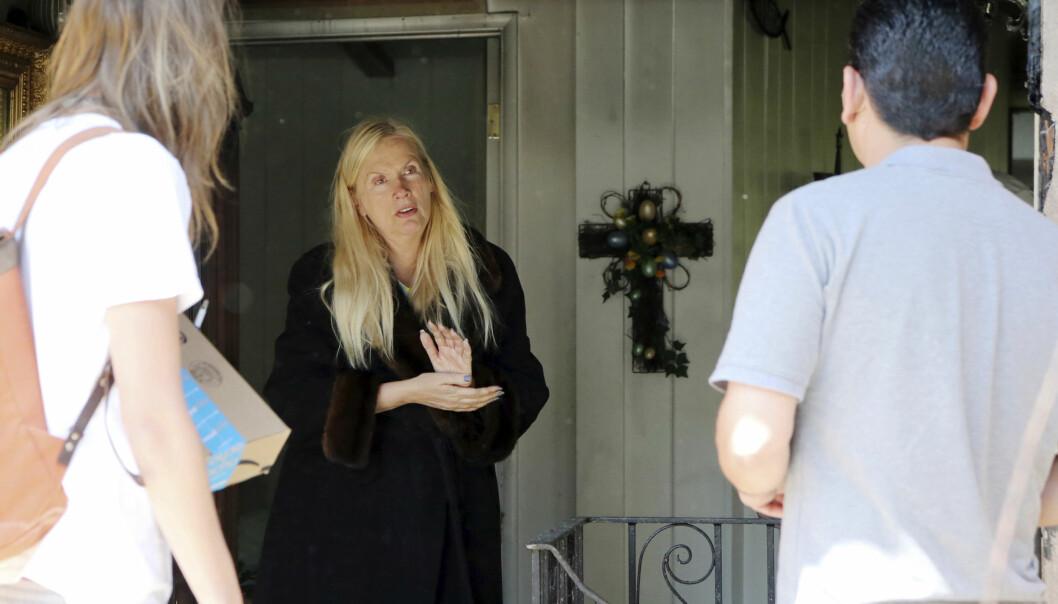 FORFERDET: Huset til Gunilla Persson brant til grunnen tidligere denne uka. Nå snakker Hollywood-frua ut om sorgen og hvordan de håndterer bosituasjonen nå. Foto: AP Photo/Reed Saxon, NTB Scanpix