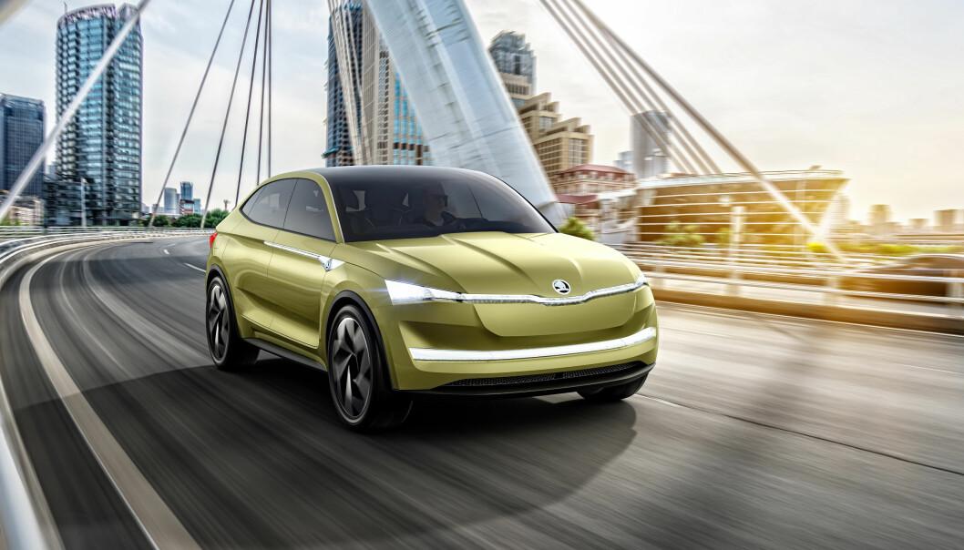 <strong>KUPÉ-FOMR:</strong> Bilen blir en slags crossover, med fem dører og kupé-lignende form. Foto: Skoda