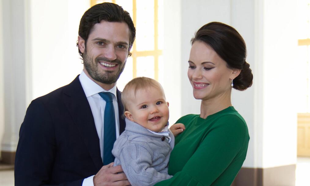 <strong>LITEN FAMILIE:</strong> I dag fyller prins Carl Phillip og prinsesse Sofias førstefødte ett år. Foto: Kungahuset&nbsp;