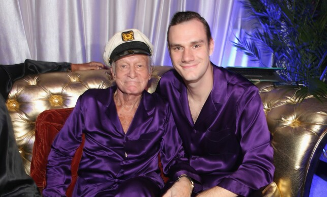 FAR OG SØNN: Hugh og Cooper Hefner er her avbildet under den årlige Midsummer Night's Dream Party i Playboy Mansion for to år siden. Foto: Christopher Polk / Getty Images / AFP / NTB Scanpix
