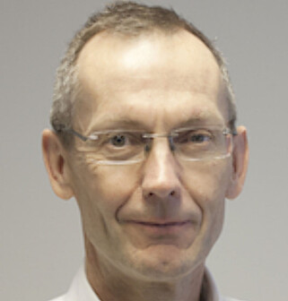 KRITISK: Overlege og professor Jøran Hjelmesæth. Foto: Universitetet i Oslo