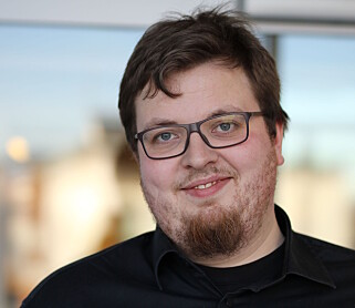 KRITISK: Kommunikasjonssjef Adrian Lorentsson i Mental Helse Ungdom. Foto: Mental Helse Ungdom