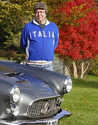 <strong>FORNØYD EIER:</strong> Mads Thomassen har grunn til å smile sammen med sin Maserati 3500GT.