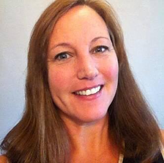 MENER DET BØR INNFØRES ALDERGRENSE: Connie Ishaug studerer selv akupunktur, men mener det bør settes strengere krav til de som skal utøve denne typen behandlinger. Foto: Privat